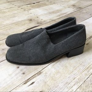 DONALD J. PLINER Gray Soft Wool Heeled Oxford Shoe
